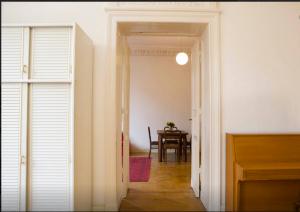 Blick ins Berliner Zimmer vom zweiten Zimmer